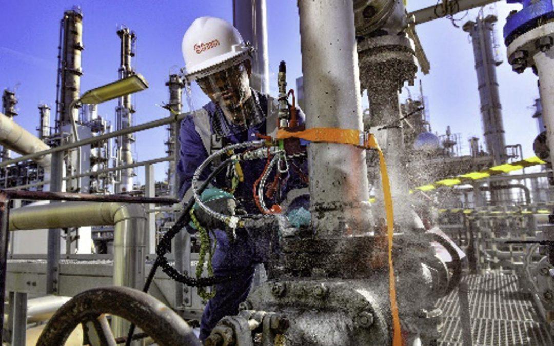 Storm helpt Shell besparen op saneren van asbestflenspakkingen